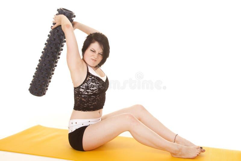 Fraueneignungsgelbmatten-Schwingenrolle lizenzfreies stockbild