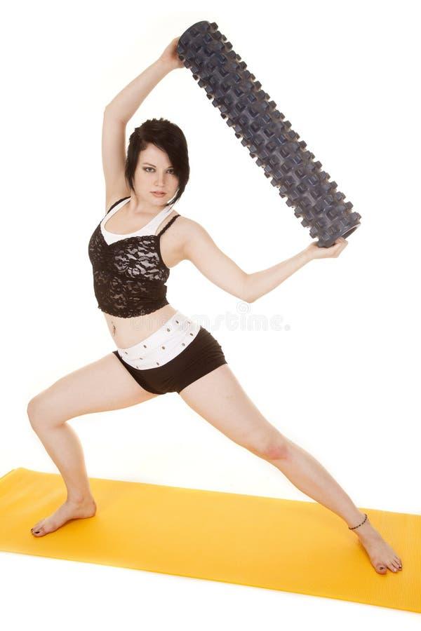 Fraueneignungsgelbmattenrollenlaufleine lizenzfreies stockfoto