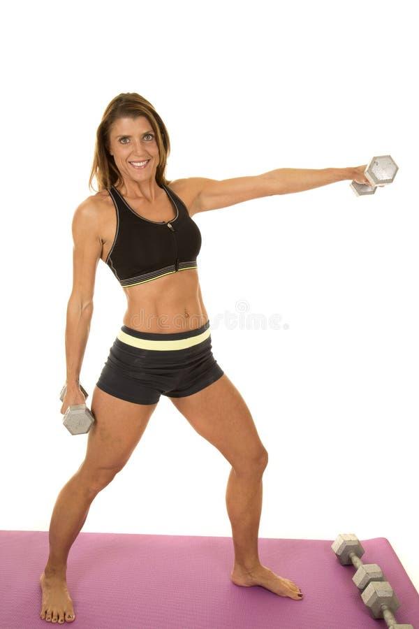 Fraueneignungsschwarzsport-BHgriff man lasten aus stockfoto