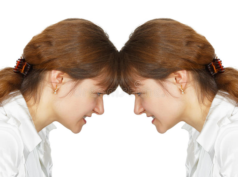 Fraueneinfassung ihre Stirn mit  stockfotos