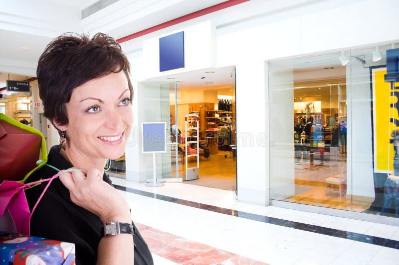 Fraueneinkaufen stockfotos