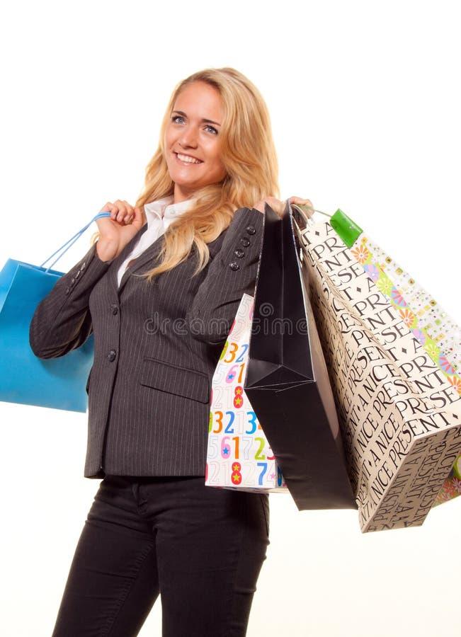 Fraueneinkaufen mit vielen Einkaufenbeuteln lizenzfreie stockfotografie