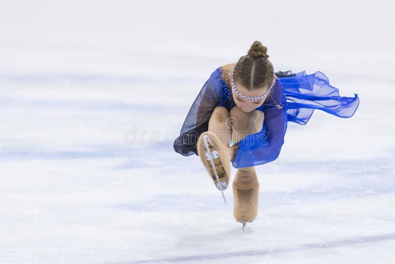 Frauenfigur-Schlittschuhläufer von Weißrussland Anastasiya Zazulinskaya führt Mädchen-freies Eislaufprogramm CUBs B an der Minsk- lizenzfreies stockbild