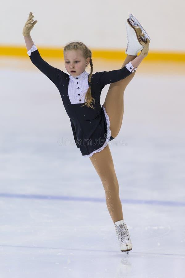 Frauenfigur-Schlittschuhläufer von Weißrussland Elizaveta Pikulik Performs Cubs Mädchen geben Eislaufprogramm frei lizenzfreies stockfoto