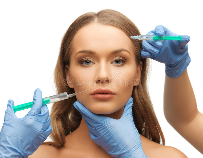Frauengesichts- und -Kosmetikerhände lizenzfreies stockfoto