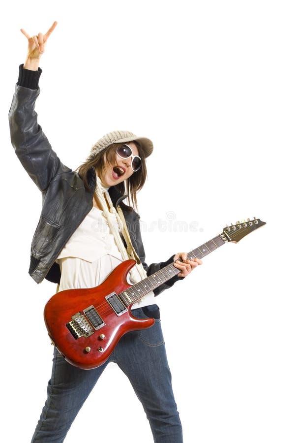 Frauengitarrist, der die Gitarre spielt lizenzfreie stockfotos