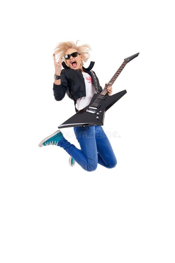 Frauengitarrist springt stockfotografie