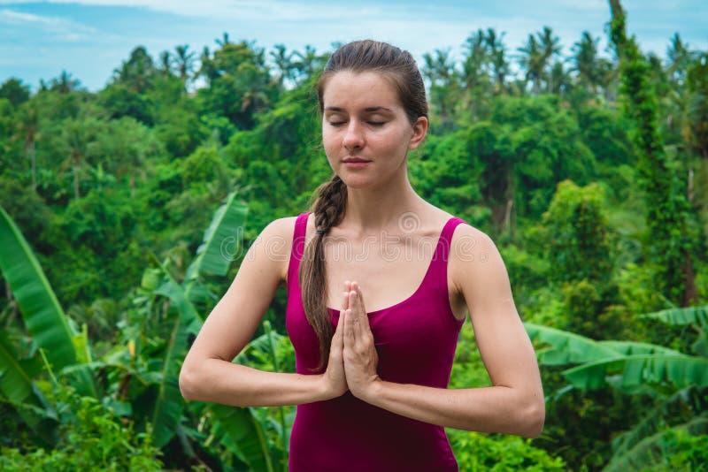 Frauenhände in Namaste-Gebet mudra Symbolische Geste im Hinduismus, Buddhismus stockbild