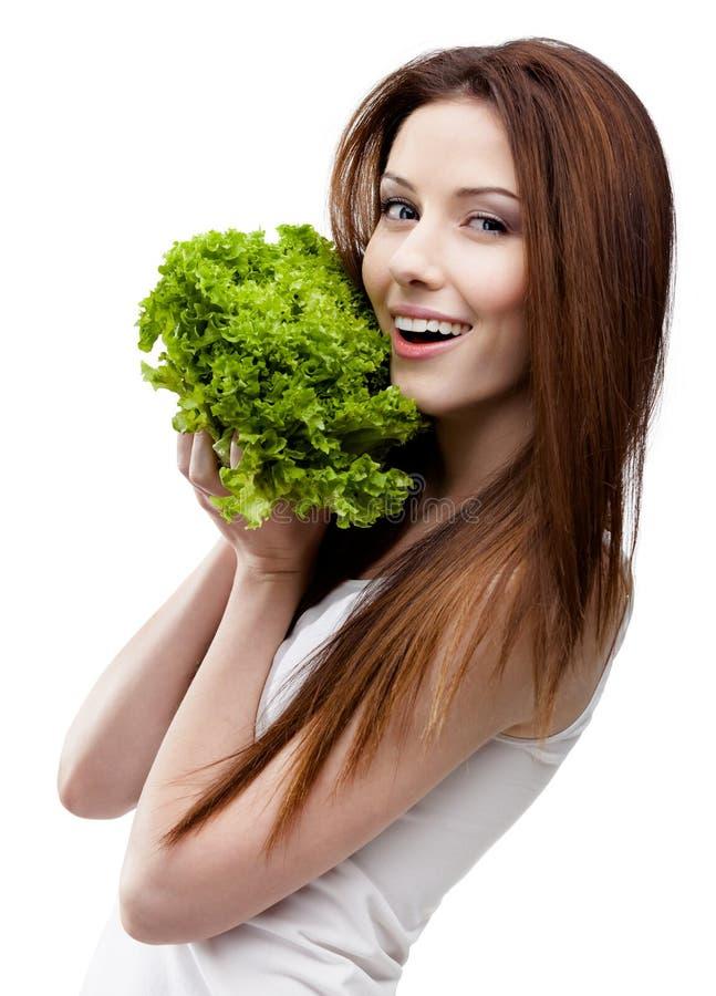 Frauenhandfrische Kopfsalatblätter lizenzfreie stockbilder