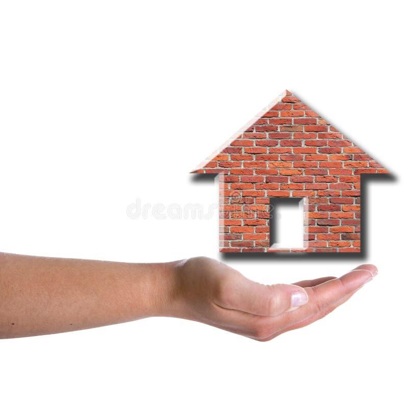 Frauenhandholding-Ziegelsteinhaus lizenzfreie stockfotos