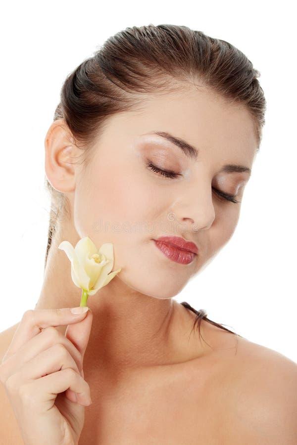 Frauenholding-Orchideeblume lizenzfreies stockbild