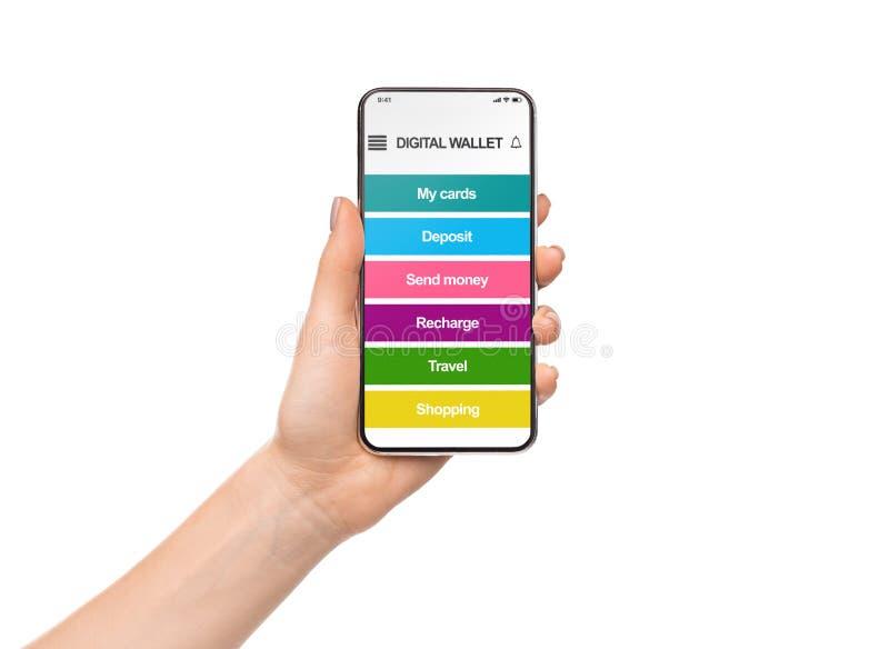Frauenholding Smartphone mit digitaler Geldbörsenanwendung lizenzfreie stockfotos