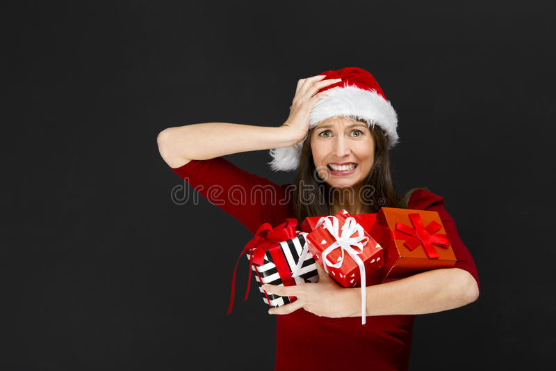 Frauenholding Weihnachtsgeschenke stockfotos