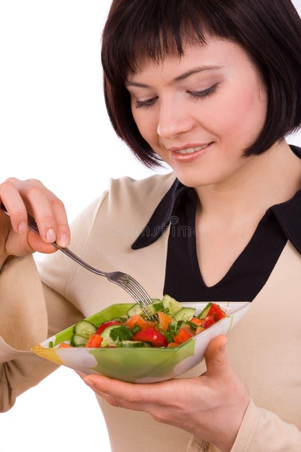 Frauenholdingplatte mit Salat und dem Essen. lizenzfreies stockfoto