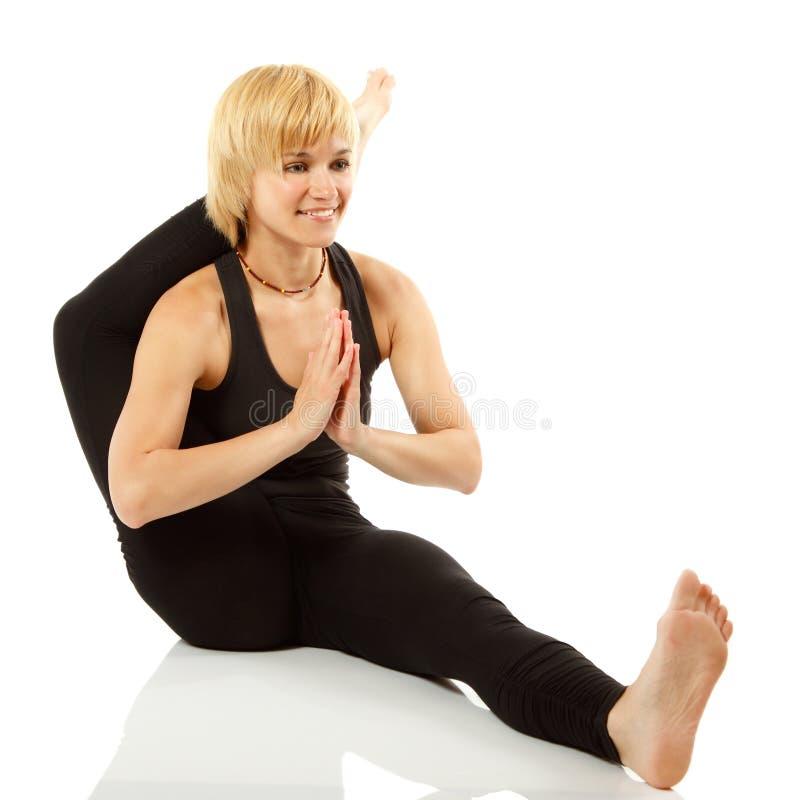 Frauenjogi in der Yogahaltung stockfotografie