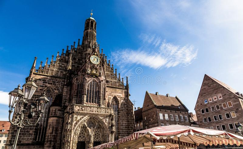 Frauenkirche на Hauptmarkt в Баварии Германии Нюрнберга стоковое фото rf