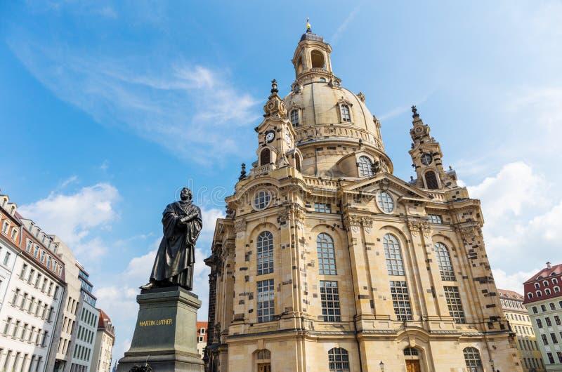 Frauenkirche met Martin Luther-standbeeld in Dresden, Duitsland royalty-vrije stock foto's