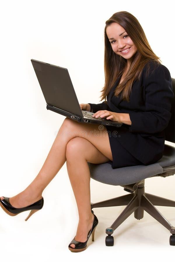 Frauenlaptop lizenzfreies stockbild