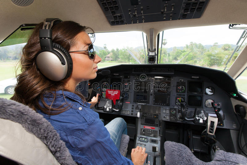 Frauenpilot lizenzfreie stockfotografie