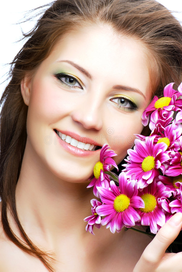 Frauenportrait mit Blumen stockfotos