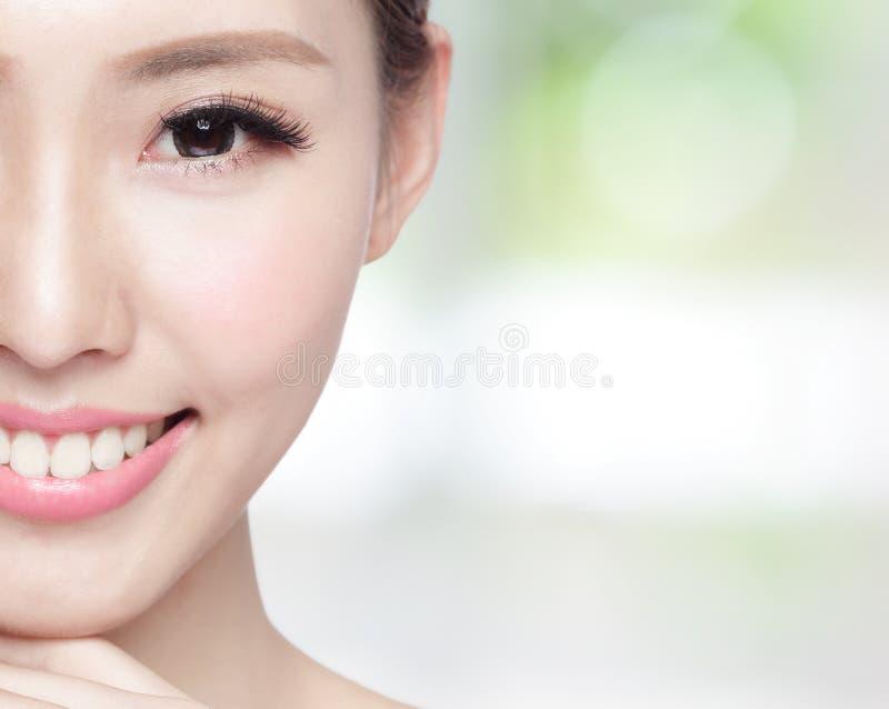 Frauenschönheitsgesicht lizenzfreie stockbilder