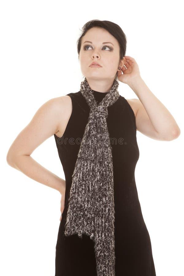 Frauenschwarzkleiderschal-Handohr lizenzfreie stockfotos