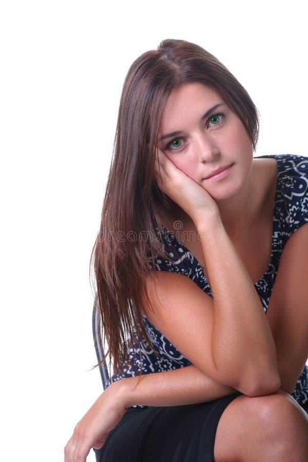 Frauensitzen lizenzfreies stockfoto