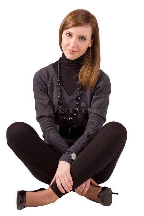 Frauensitzen- und -überfahrtfahrwerkbeine stockbilder