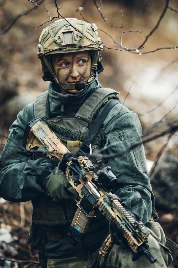 Frauensoldatmitglied der Förstergruppe stockbild