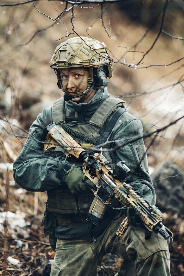 Frauensoldatmitglied der Förstergruppe lizenzfreies stockfoto