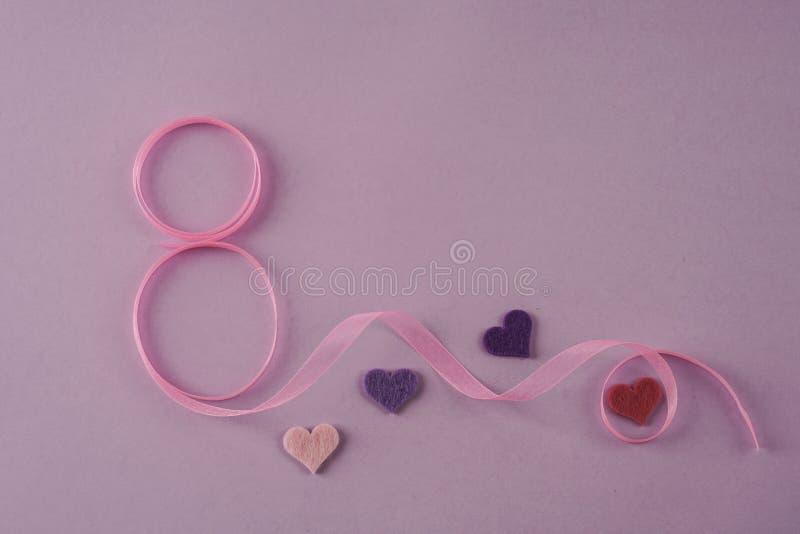 Frauentagesschablone mit Nr. acht und Herzen stockbild
