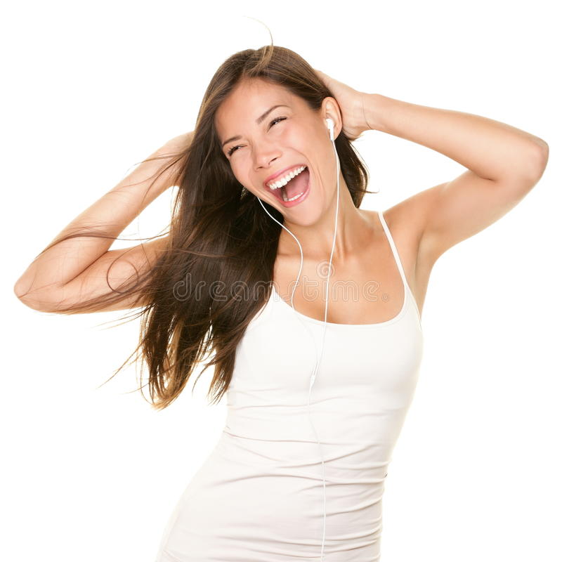 Frauentanzen mit earbuds/Kopfhörern lizenzfreie stockfotos
