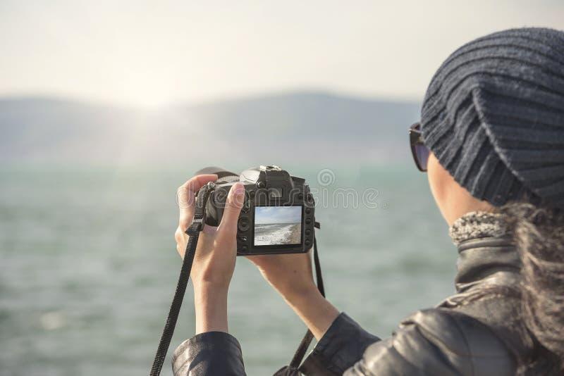 Frauentrieb an der Kamera stockbilder
