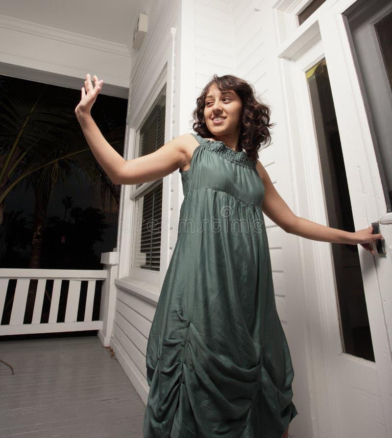 Frauenwellenartig bewegen lizenzfreie stockfotos