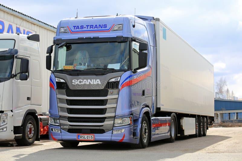 FRC Scania επόμενης γενιάς ρυμουλκό που σταθμεύουν ημι στοκ εικόνα