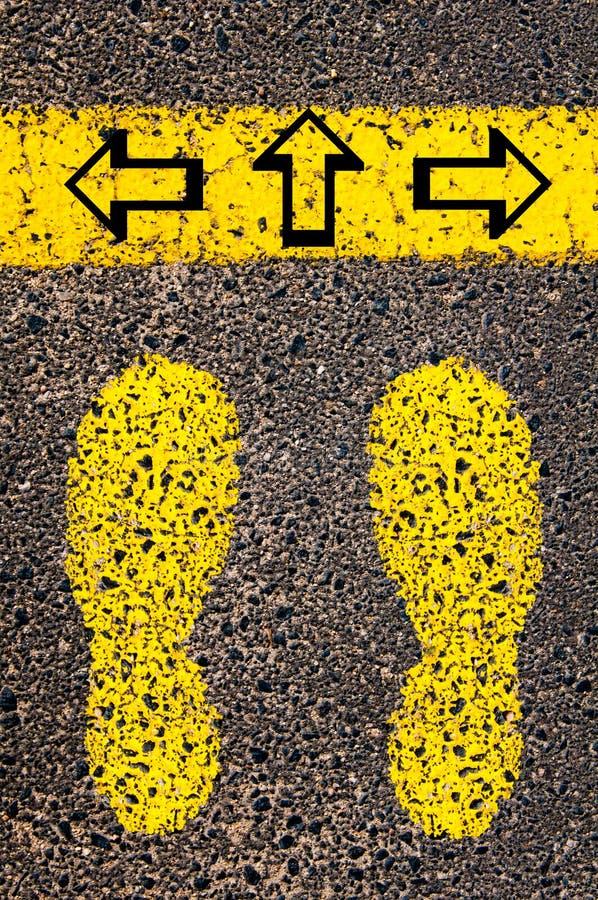 Frecce lasciate, destra, di andata Immagine concettuale di indecisione immagine stock