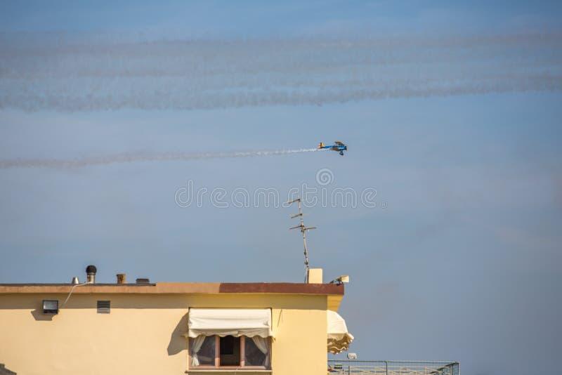 Frecce Tricolore,三色箭头在Ladispoli,意大利 免版税库存图片