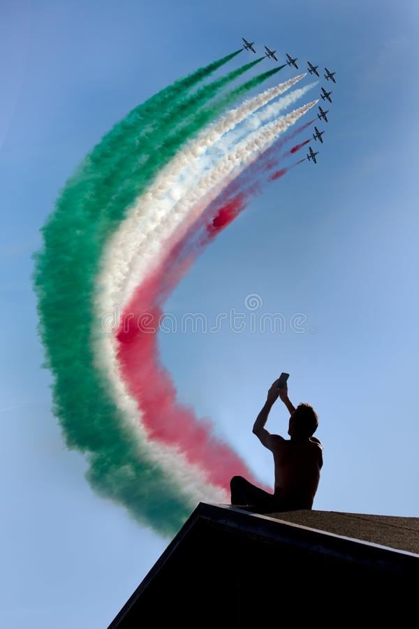 Frecce Tricolore, frecce di tricromia in Ladispoli, Italia immagine stock libera da diritti