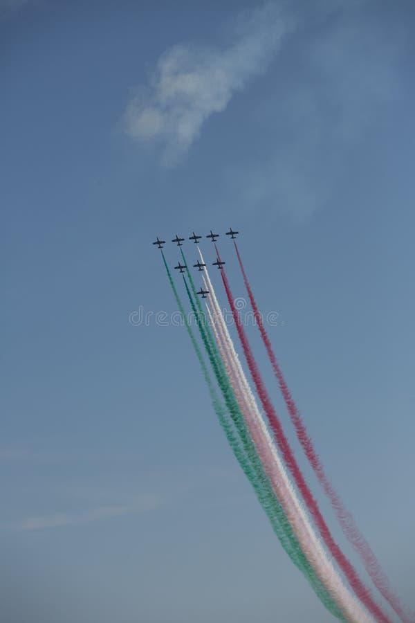 Frecce Tricolore, drie-Gekleurde Pijlen in Ladispoli, Italië stock fotografie