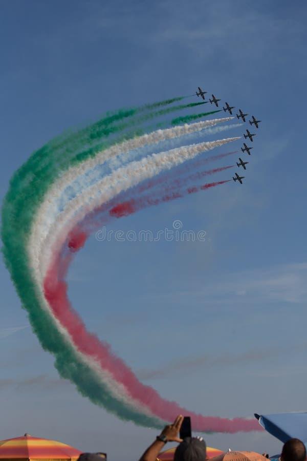 Frecce Tricolore, setas Três-coloridas em Ladispoli, Itália fotografia de stock