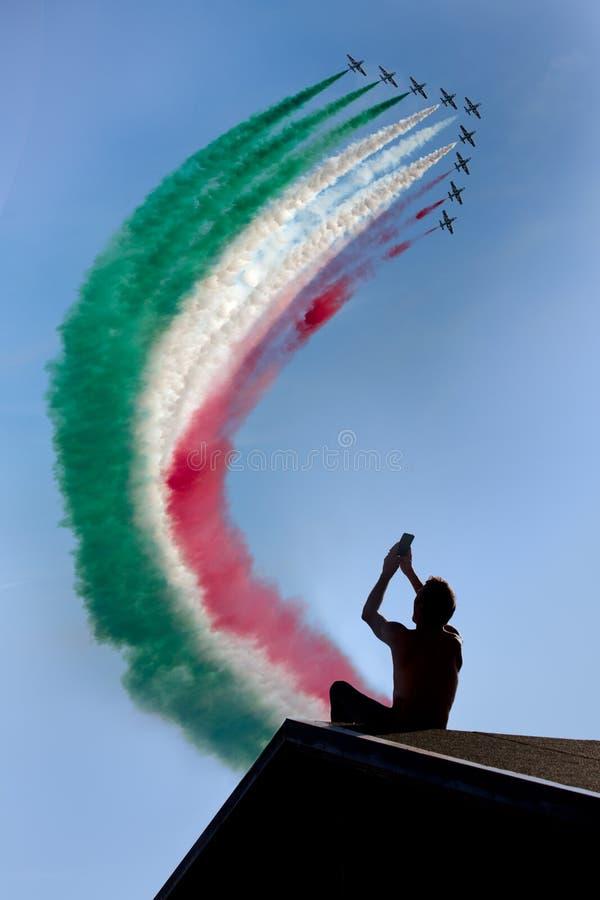 Frecce Tricolore, trójbarwne strzała w Ladispoli, Włochy obraz royalty free