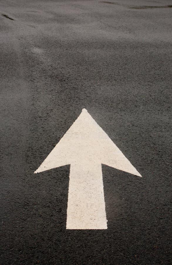 Freccia della strada principale immagine stock