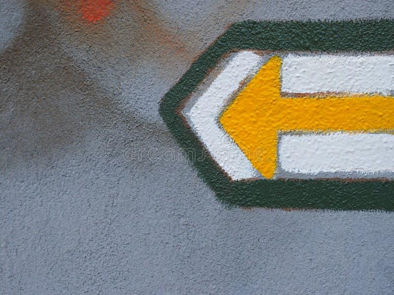 Freccia turistica gialla che indica a sinistra fotografia stock