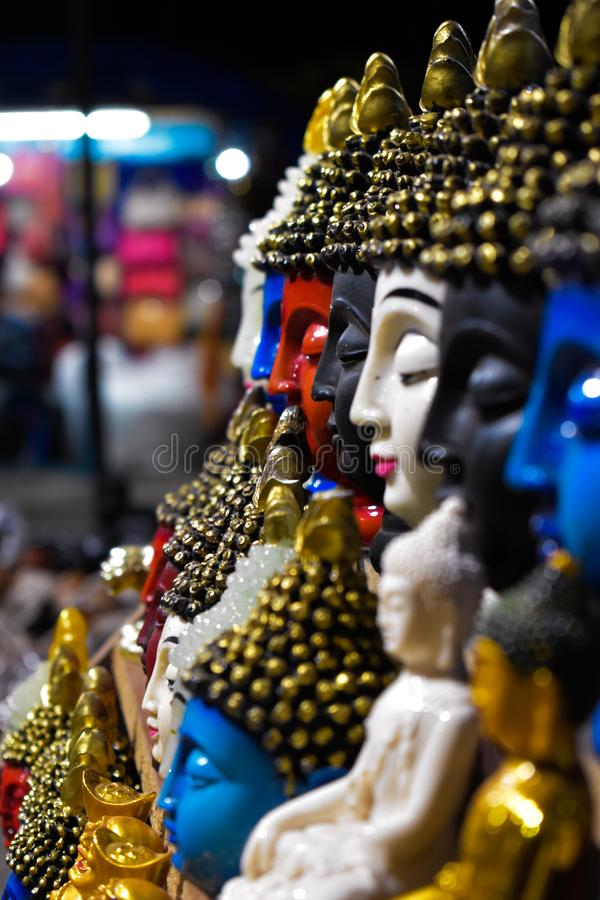 Fred i olika f?rger Budha arkivfoto