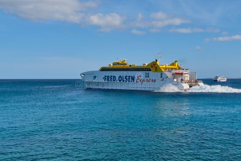 Fred Olsen Express em Ilhas Canárias foto de stock royalty free