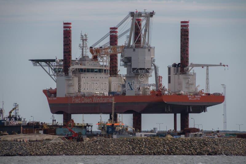 Fred Olsen Windcarrier Bold Tern en el puerto de Esbjerg, Dinamarca foto de archivo libre de regalías