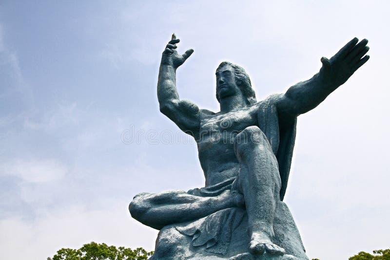 Fred parkerar med fredstatyn royaltyfri fotografi