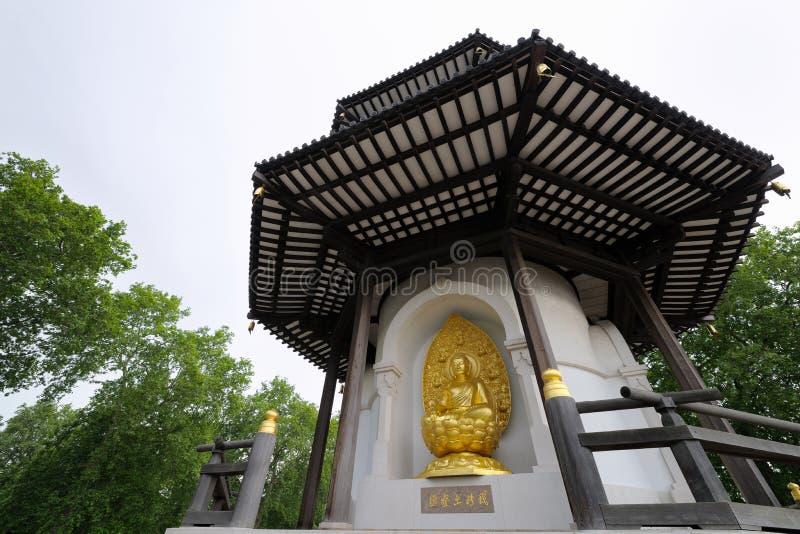 fred uk för park för batterseaengland london pagoda arkivfoto