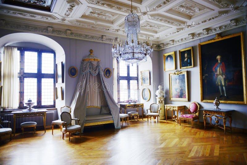 Frederiksborg-Schlitz (Schloss) der des Falles Raum heraus stockfotos