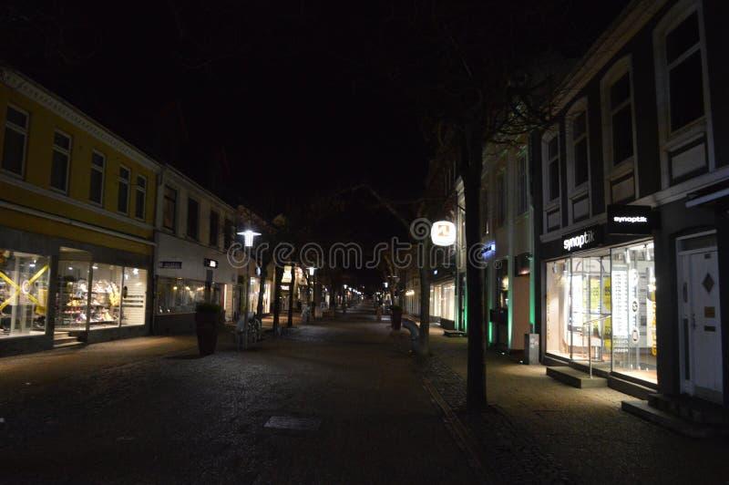 Frederikshavn au Danemark la nuit image stock